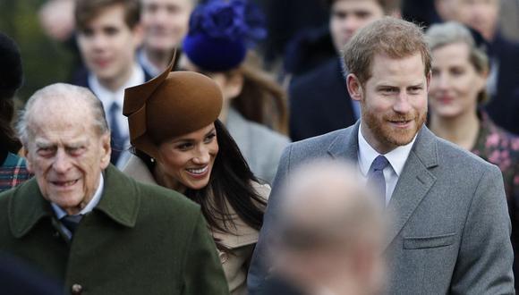 Enrique y Meghan de Sussex junto a Felipe de Edimburgo en diciembre de 2017.  (Adrian Dennis / AFP).