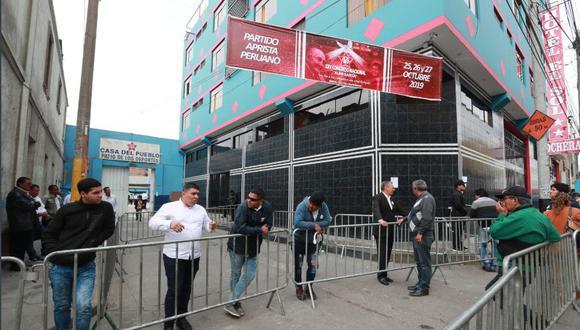 Local del Partido Aprista Peruano, donde se desarrollo el congreso partidario. En la tarde hubo incidentes que retrasaron el inicio del proceso electoral. (Foto: Lino Chipana / GEC)