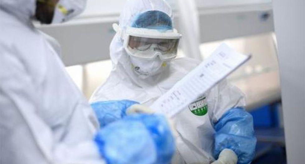 El covid-19 fue diagnosticado en 42.708 personas en China (de las que 1.018 han fallecido) y en 393 pacientes en otros veinticuatro países. (Foto: AFP)