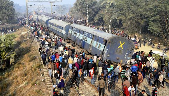 La mayoría de los pasajeros estaban dormidos cuando el convoy se salió de las vías. (Foto: AP)