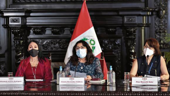 La excanciller Elizabeth Astete, la primera ministra Violeta Bermúdez y la extitular de Salud Pilar Mazzetti tienen versiones distintas sobre la participación de Sagasti. (Foto: PCM)