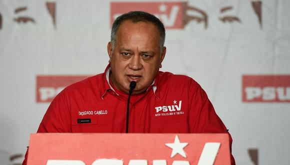"""El dirigente chavista y número dos del gobernante Partido Socialista Unido de Venezuela, Diosdado Cabello, tildó de """"rumores"""" las conversaciones sobre elecciones. (AFP)"""
