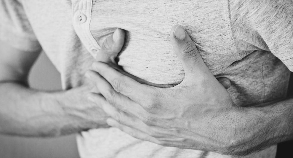 Un hombre sufrió un paro cardiaco mientras manejaba y fue ayudado por varios extraños. (Foto: Pixabay/Referencial)