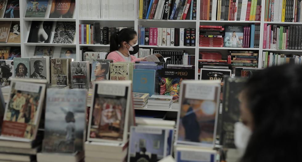 Aunque hoy puedan negociar con los distribuidores, el alza del dólar terminará impactando en el precio, estiman libreros.
