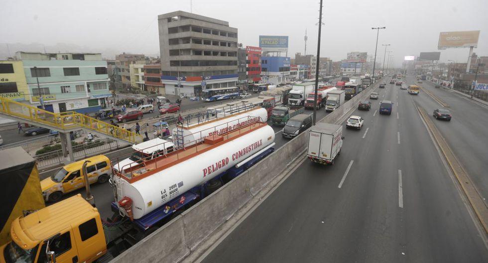 La restricción de la circulación de camiones de carga pesada se aplicaría en la Panamericana Sur y Norte. (GEC)