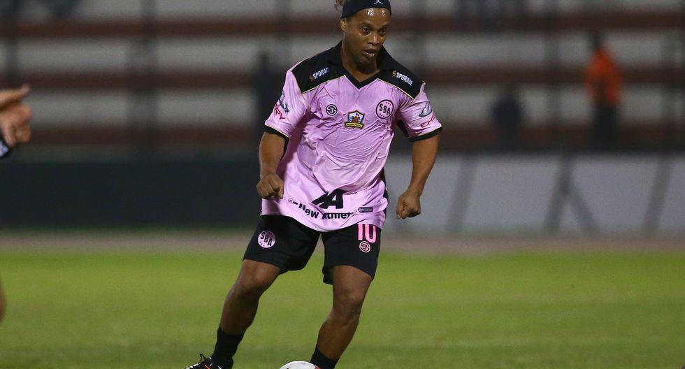Ronaldinho, en 2018, vistió la camiseta de Sport Boys en un partido amistoso disputado en el Callao   Foto: Violeta Ayasta/GEC