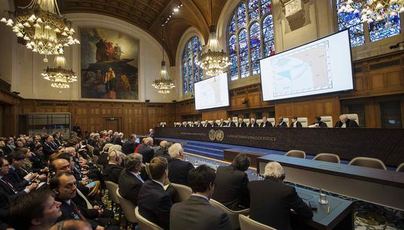 Los interiores de la sala de audiencias se muestran antes de que se emita el veredicto del caso judicial sobre una disputa marítima entre Chile y Perú en la Corte Internacional de Justicia (CIJ) en La Haya el 27 de enero de 2014. REUTERS / Michael Kooren (PAÍSES BAJOS - Etiquetas: POLÍTICA MARÍTIMA )