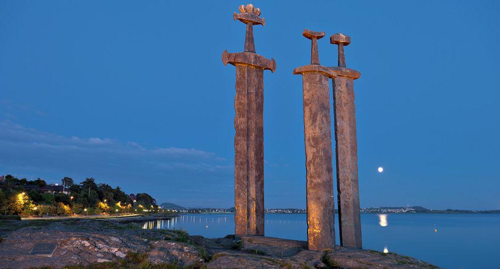 La espada en la piedra del rey Arturo existe en Noruega - 1