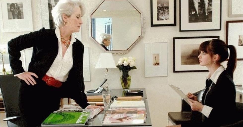 """1. La diseñadora encargada del vestuario de la cinta """"El diablo viste a la moda"""" fue Patricia Field, quien destacó por su impecable trabajo en la dirección de vestuario de la serie """"Sex and the city"""", configurando principalmente el estilo de la inolvidable Carrie Bradshaw. (Foto: Captura de pantalla/ Twentieth Century Fox)"""