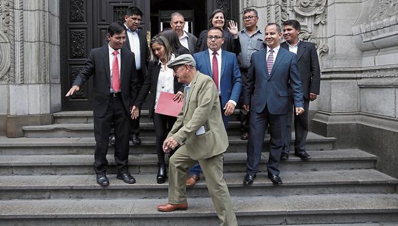 Algunas figuras relevantes del Frente Amplio como Enrique Fernández Chacón (Lima) han desaparecido del escenario parlamentario y mediático. Mientras que el vocero titular Lenin Checco (Apurímac) no ha tenido mayor protagonismo. Ni bien comenzó su función, Arlette Contreras renunció. (Foto: GEC)