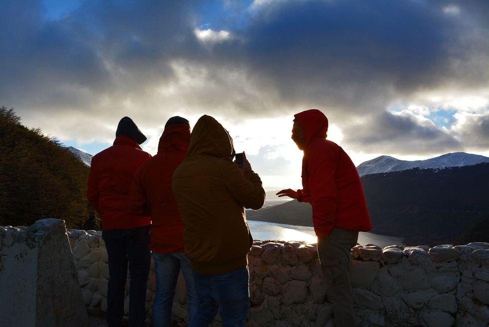 El chef de Isolina y los integrantes de la expedición, en la gélida Ushuaia.