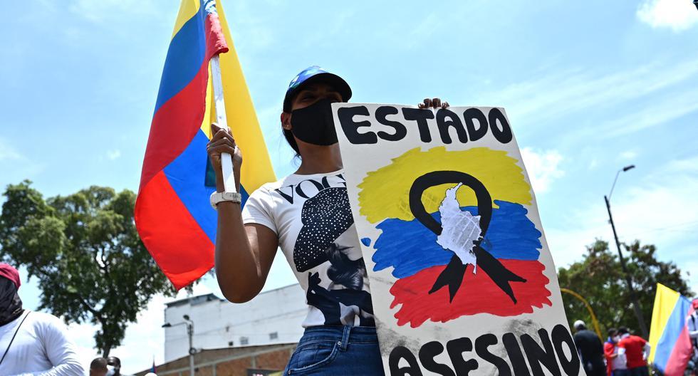 La Defensoría del Pueblo informó hoy de al menos 24 muertes durante las protestas en Colombia. El detonante de las marchas fue una reforma tributaria planteada por el presidente Iván Duque. (Foto: Luis Robayo / AFP)