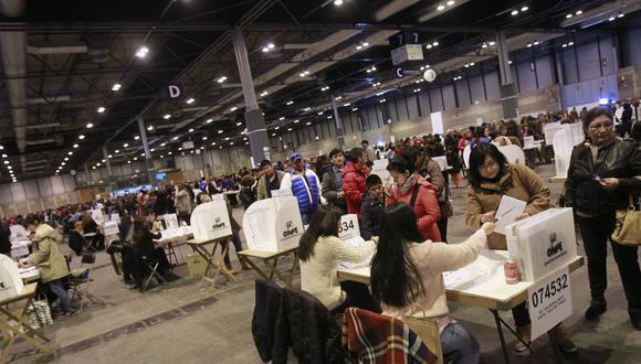 En las elecciones al Parlamento de 2020, 974.230 peruanos en el extranjero estaban habilitados para ejercer su voto. (Foto: EFE)