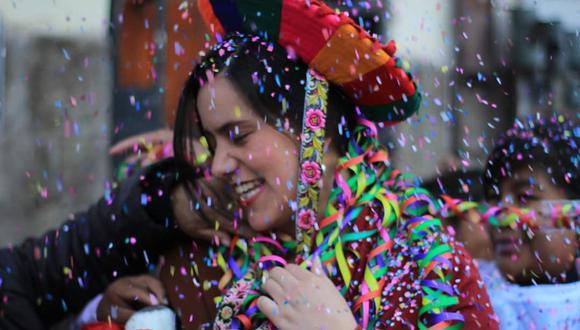 Con pica pica y parfernalia festiva, en la celebración de la fundación de su partido, Nuevo Perú, en el 2017.