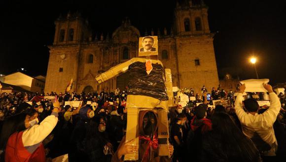 En el Cusco, los manifestantes salieron anoche de manera masiva. Hoy se esperan más protestas. (Foto: Melissa Valdivia)