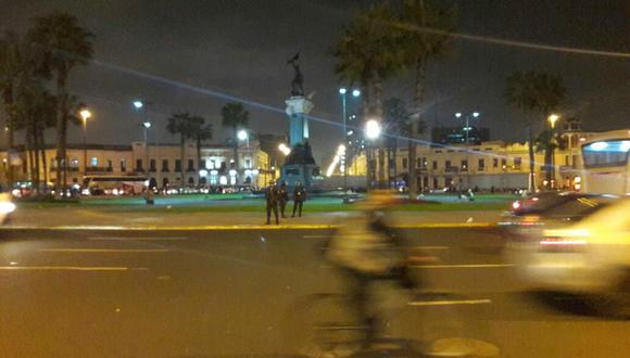 Docentes en huelga fueron dispersados por la Policía Nacional. Ellos se encontraban en la plaza Bolognesi. (Foto: Juan Pablo León / El Comercio)