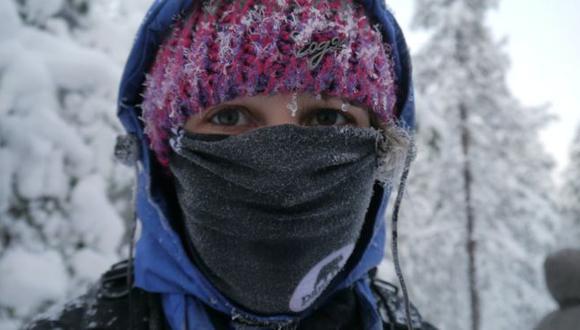 Cubrir la boca y la nariz con una bufanda puede ayudar a calentar el aire inhalado por las personas asmáticas. (Foto: Asthma UK)