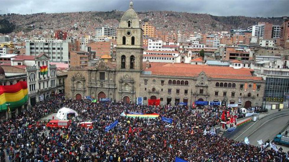Una multitud celebró en La Paz la llegada de Evo Morales a la presidencia de Bolivia.