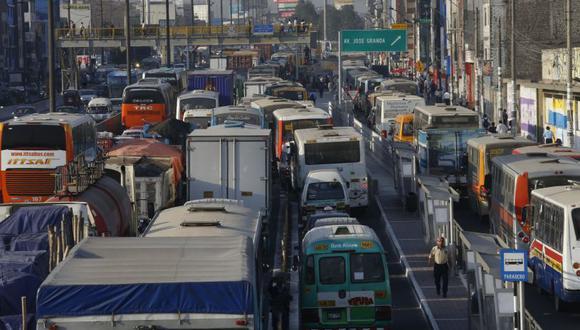 El caos vehicular a los limeños a cualquier hora del día. (Imagen referencial/Archivo)