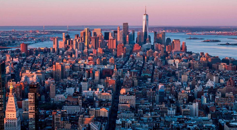 """Este martes, tanto demócratas como republicanos asistirán a las urnas en Nueva York para elegir a quién los representará el próximo 2 de diciembre en los comicios municipales. Y sin duda la contienda más importante se dará en la tienda demócrata, que buscará legar la gestión de Bill de Blasio a otro de sus copartidarios. El diario especializado """"Político"""" ha calificado a esas primarias como las """"más importantes de la ciudad de Nueva York que se recuerden recientemente"""", al considerarlas """"las más competitivas desde el 2013"""". En la siguiente galería, conozcamos a los 13 precandidatos que buscará llevar la bandera azul. (Foto: Angela Weiss / AFP)"""