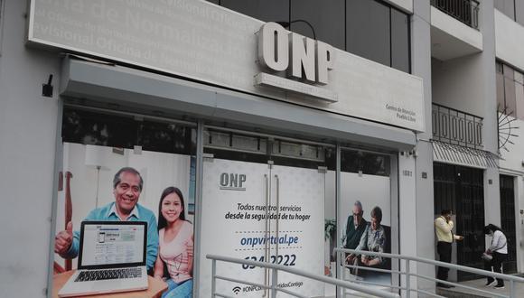 El congresista Arón Espinoza argumenta que Violeta Bermúdez y Waldo Mendoza cometieron dos delitos por devolución de aportes de la ONP. (Foto: Cesar Campos / ONP)