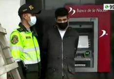 Comas: agentes PNP evitan robo en cajero automático y capturan a dos sujetos | VIDEO