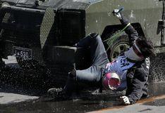 Chile: un vehículo de la policía atropella a un manifestante en la Plaza Italia de Santiago | FOTOS