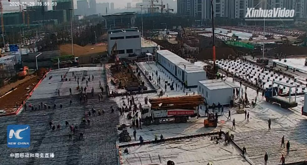 Carrera contrarreloj en Wuhan para construir un hospital en 10 días. Foto: Captura de video