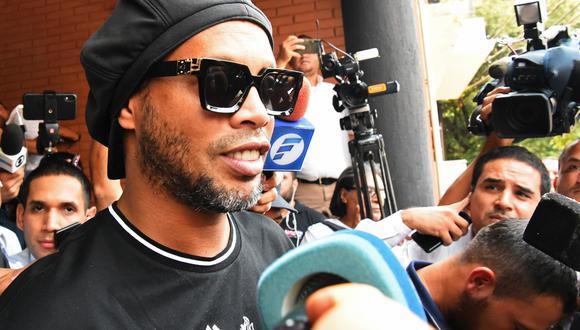 Ronaldinho Gaucho fue detenido en Paraguay por tratar de ingresar al país con pasaportes falsos. (Foto: AFP)