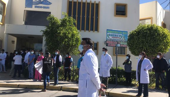 Tras la protesta de médicos y familiares de pacientes, el gerente general del GRA, Gregorio Palma, informó que se continuará contratando al personal de salud para atender a todos los pacientes (Foto: Zenaida Condori)