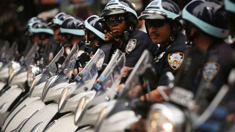 El departamento de policía de Nueva York es uno de los cuerpos policiales que más ha sufrido por los suicidios de uniformados. Foto: Getty Images, via BBC Mundo