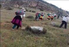 """Apurímac: niños hacen caminata diaria de 40 minutos para poder escuchar programa """"Aprendo en Casa"""""""