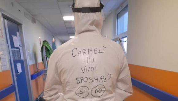 El enfermero Giuseppe Pungente en un pasillo de un hospital de Ostuni, en la región de Apulia, Italia. (Foto: Facebook de Giuseppe Pungente).