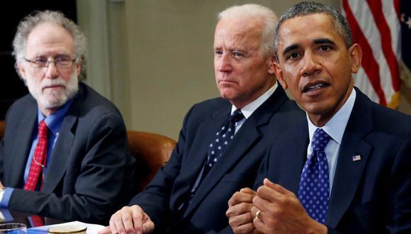 el exconsejero de la Casa Blanca Bob Bauer (izquierda) junato a Barack Obama y Joe Biden. (Foto: Reuters)