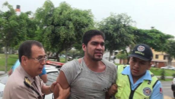 Surco: capturan a chofer de auto que chocó a unidad de rescate