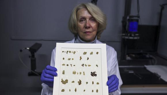 Fragmentos de pergaminos bíblicos de 2000 años de antigüedad del período Bar Kojba. (Foto: MENAHEM KAHANA / AFP)