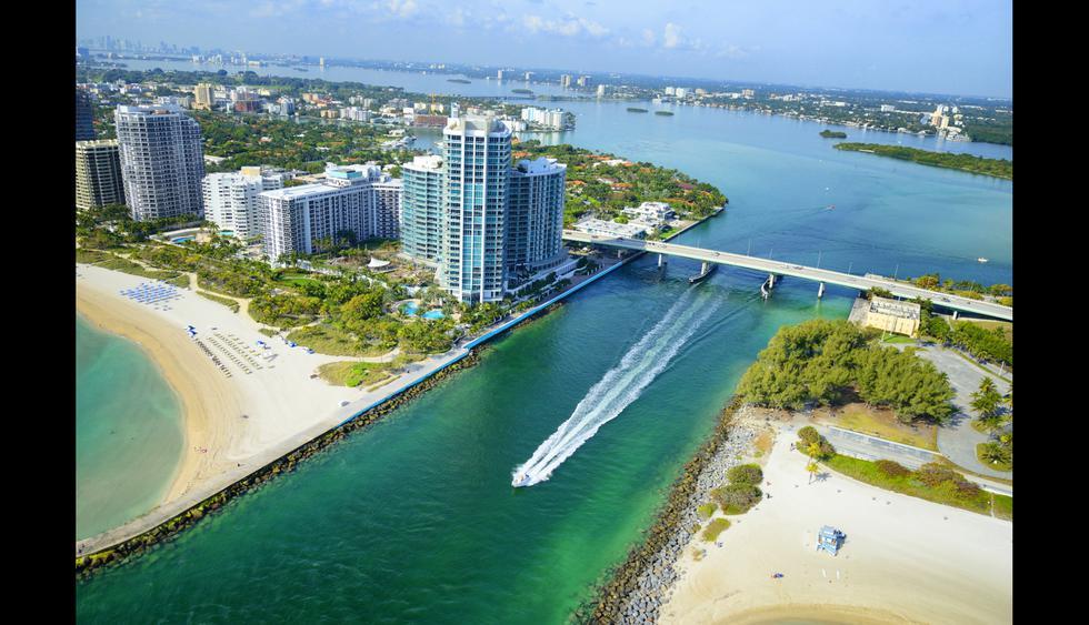 Cruza el boardwalk de Miami Beach para conocer lugares representativos de la ciudad como Ocean Drive e Indian Beach Park.    Foto: Istock.