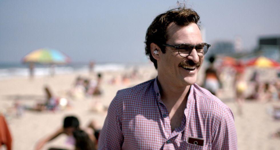 """Joaquin Phoenix en una escena de la película """"Her"""" de 2013."""