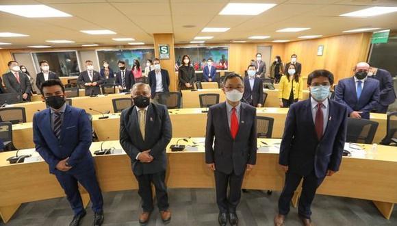 El ministro Eduardo González acompañado por autoridades de Corea y el Perú para entregar adjudicación del aeropuerto de Chinchero. (Foto: MTC)