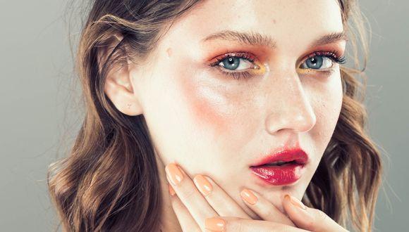 En esta temporada se impone un look fresco, con sombras en tonos rosas, nude y durazno. (Foto: Shutterstock)