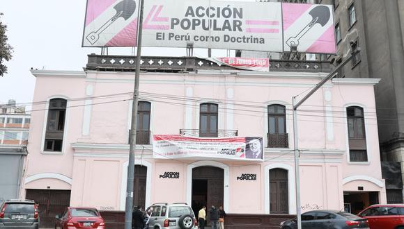 Dos comunicados fueron emitidos hoy sobre un mismo hecho a nombre de Acción Popular  (Foto: GEC)