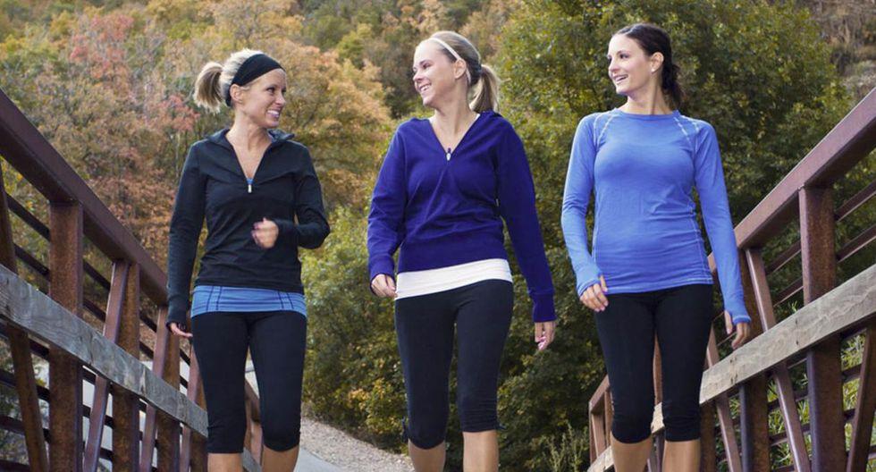Haciendo actividad física. Según el estudio Woman's Health Initiative, Las mujeres que caminan entre una hora y cuarto y dos horas y media a la semana tienen 18% menos riesgo de tener cáncer de mama. (Foto: Shutterstock)