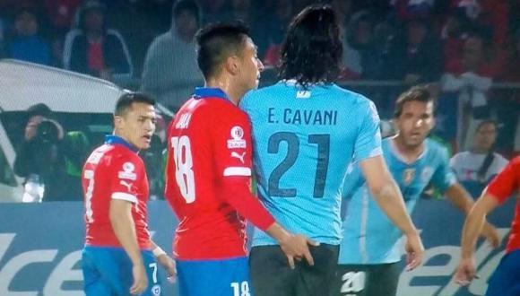 Gonzalo Jara: su club condena acción a Cavani y lo vendería