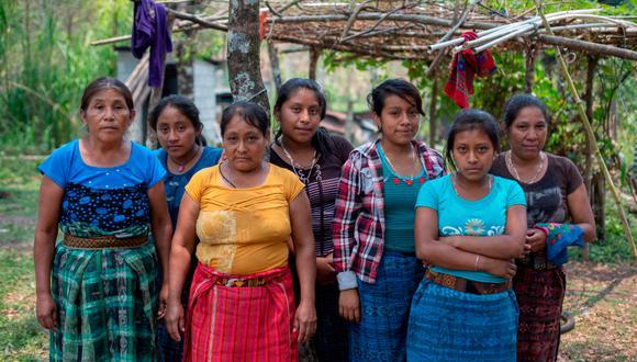 Mujeres de Yulchen Frontera, integrantes de la Resistencia Pacífica Ixquisis en contra del proyecto hidroeléctrico San Mateo en Guatemala.