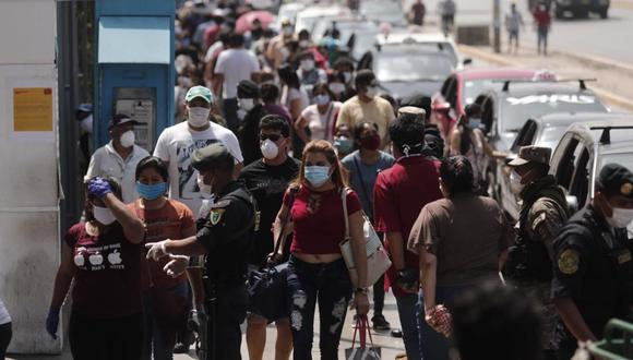 El Gobierno emitirá un decreto para aplicar multas a quienes salgan en grupo a las calles. (Foto: GEC)