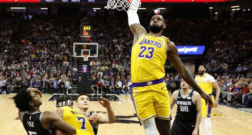 Los Angeles Lakers forward LeBron James goes to the basket against the Sacramento Kings during the second half of an NBA basketball game in Sacramento, Calif., Saturday, Feb. 1, 2020. The Lakers won 129-113. (AP Photo/Rich Pedroncelli)