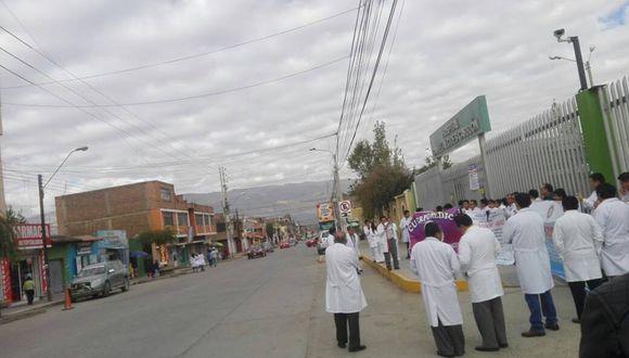 Alrededor de 1.200 médicos de Pasco, Huancavelica y Junín vienen acatando la huelga nacional indefinida convocada por la Federación Médica Peruana (Foto: Junior Meza)