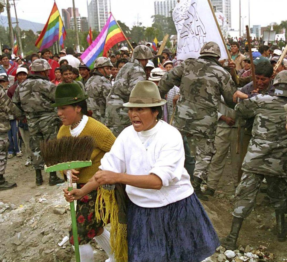 El 21 de enero del 2000, las organizaciones indígenas lograron sobrepasar la seguridad alrededor del Congreso, en Quito. Ese día, Mahuad fue destituido del cargo. (AFP)