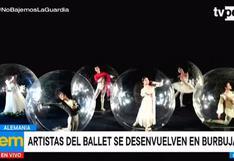 Alemania: bailarines de ballet posan en burbujas de PVC para representar la distancia social
