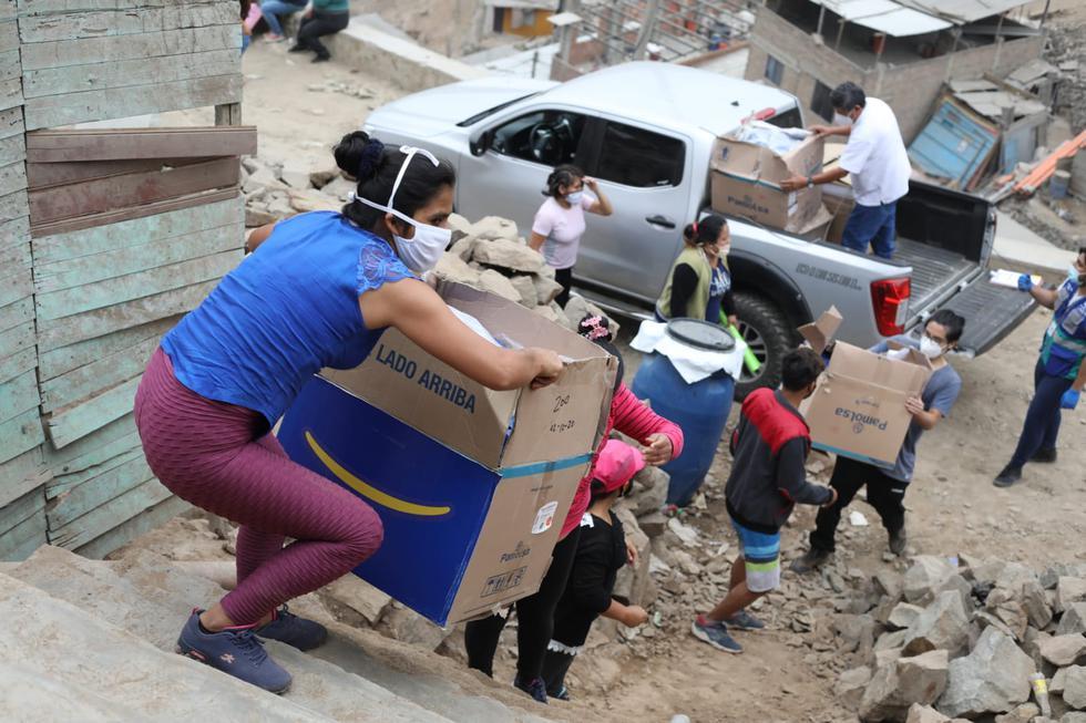 """La Municipalidad de Lima, a través de su programa de asistencia alimentaria """"Manos a la Olla"""", llevó 1.3 toneladas de víveres a ollas comunes de la localidad de San Juan de Amancaes en el  Rímac.  (Fotos: Britanie Arroyo / @Photo.GEC)"""